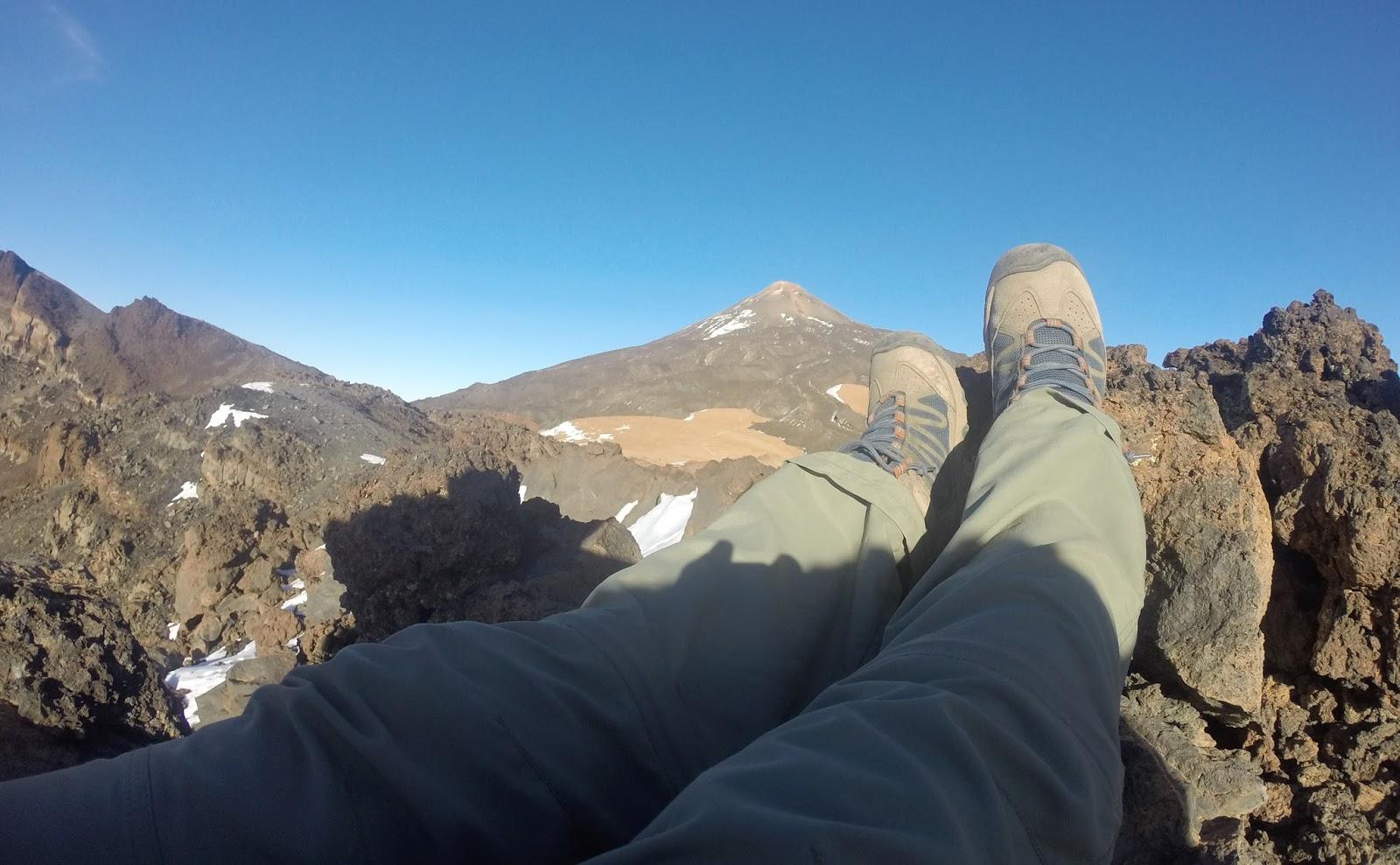 Вулкан Тейде попереду (3 718 м.)