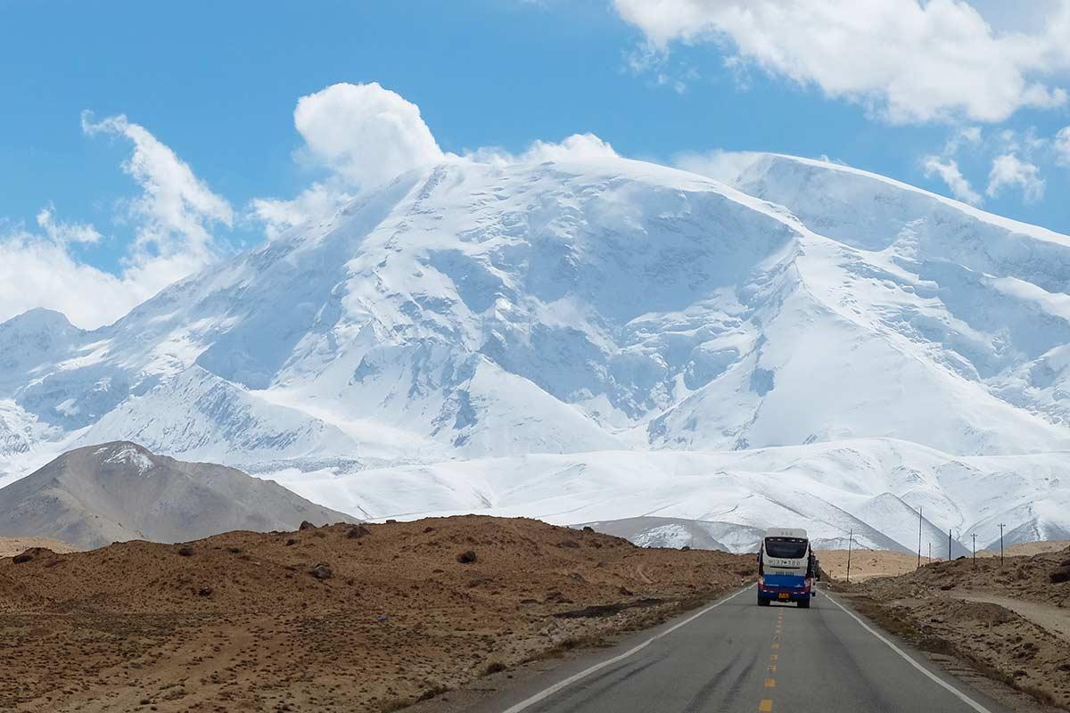 Подорож до найвисокогірнішого транскордонного шосе світу