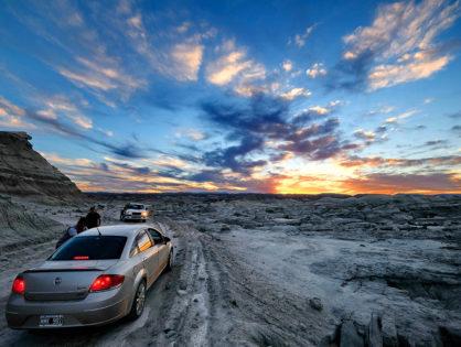 Солончаки, різнокольорові гори, лами і тиша: який він, автостоп в Аргентині