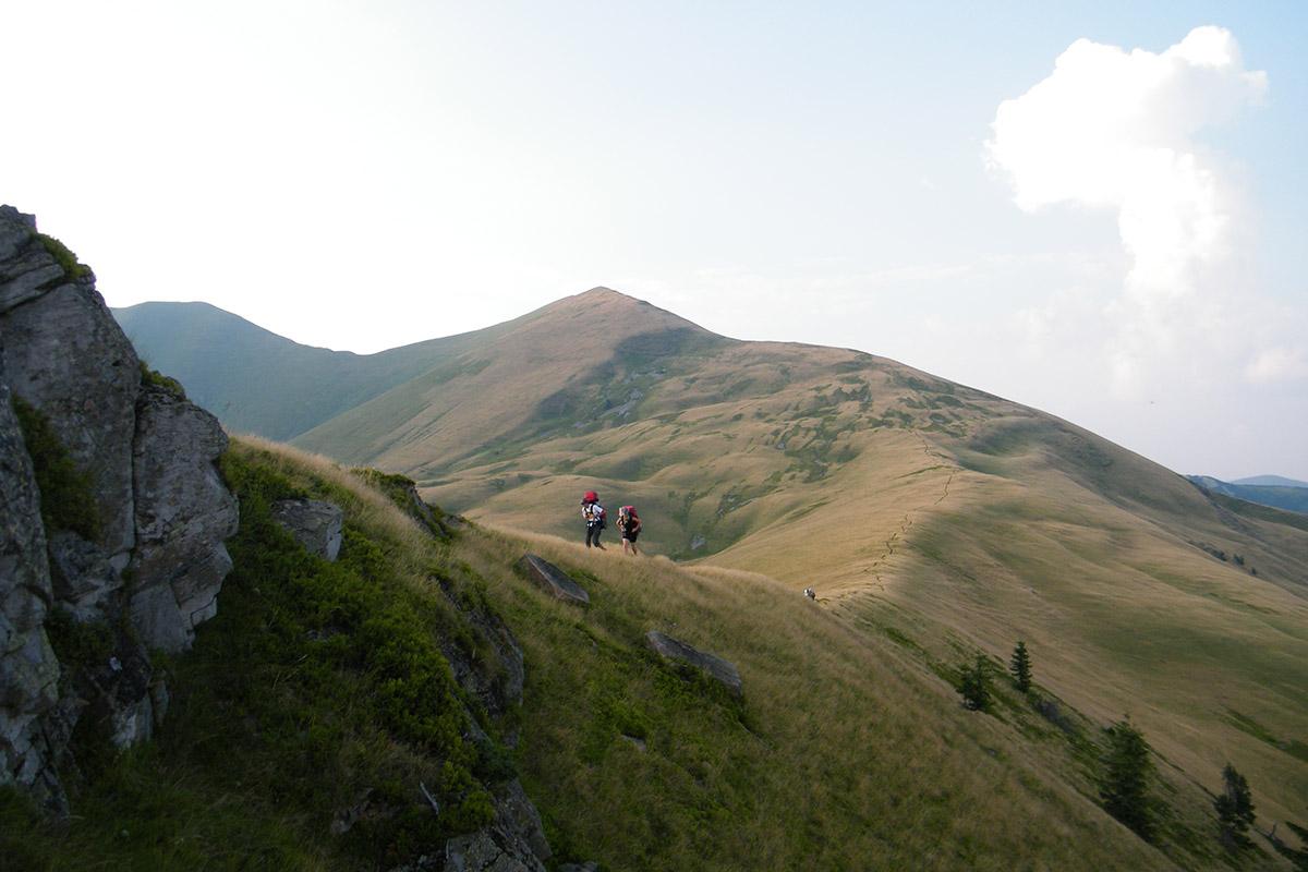 хребет Пішконя