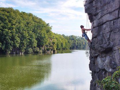 Місця для скелелазіння: шукаємо варіант на вихідні