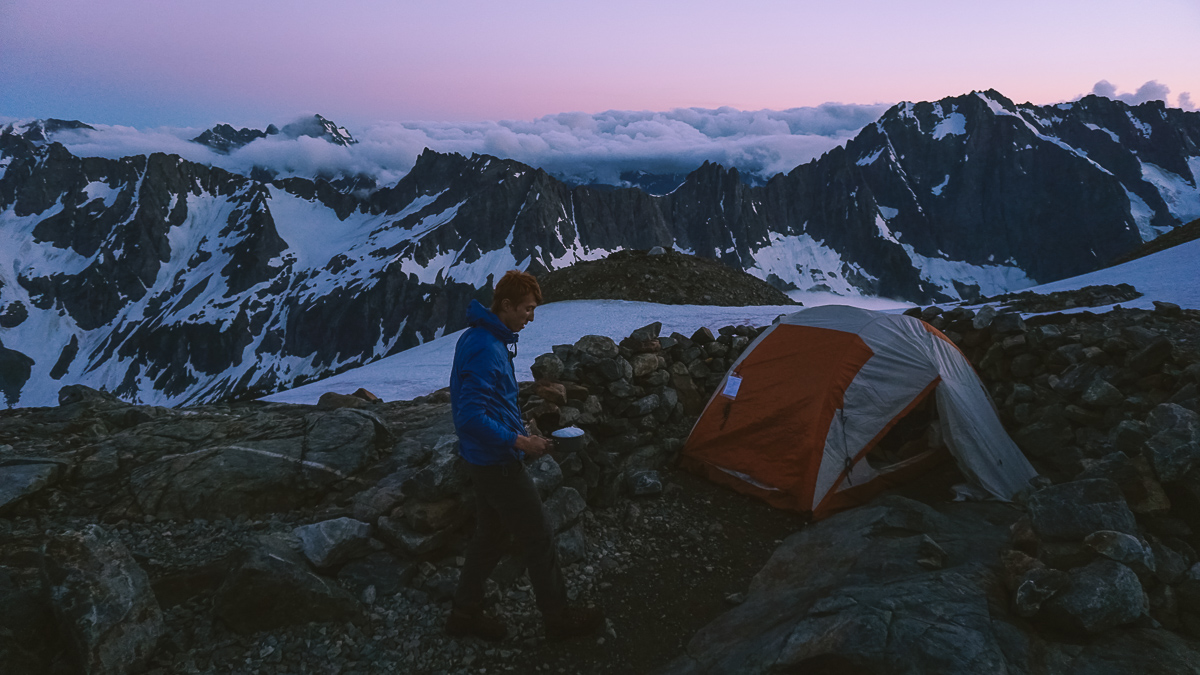 Кемпінг на Sahalie Glacier, North Cascades National Park, штат Washington