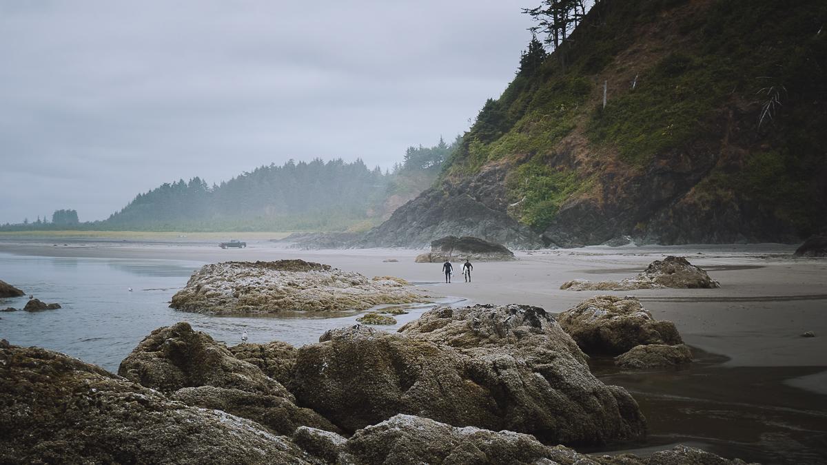 Серфери в Cape Disappointment, штат Washington