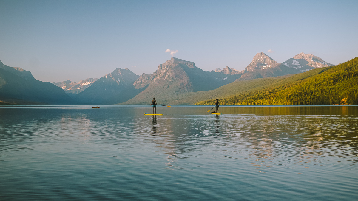 Paddle boarding in Glacier National Park, штат Montana