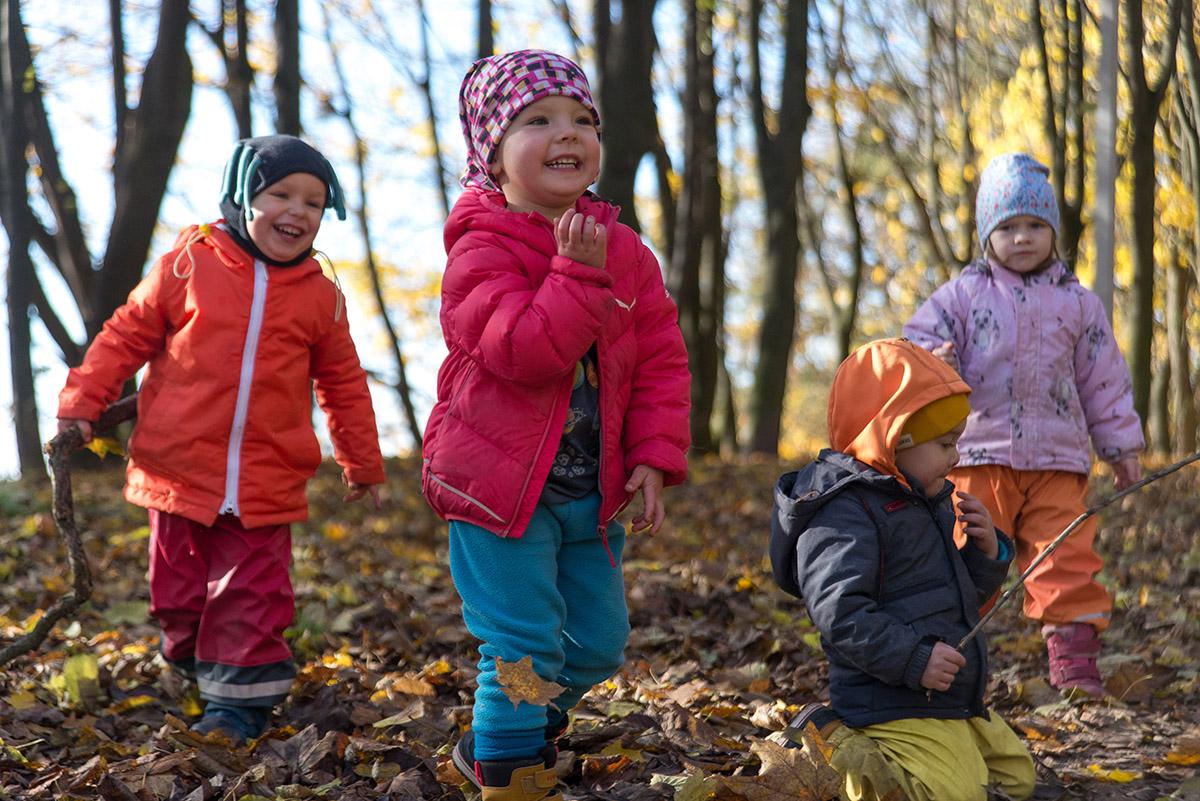 Прогулянки з дітьми в місті: як одягати?