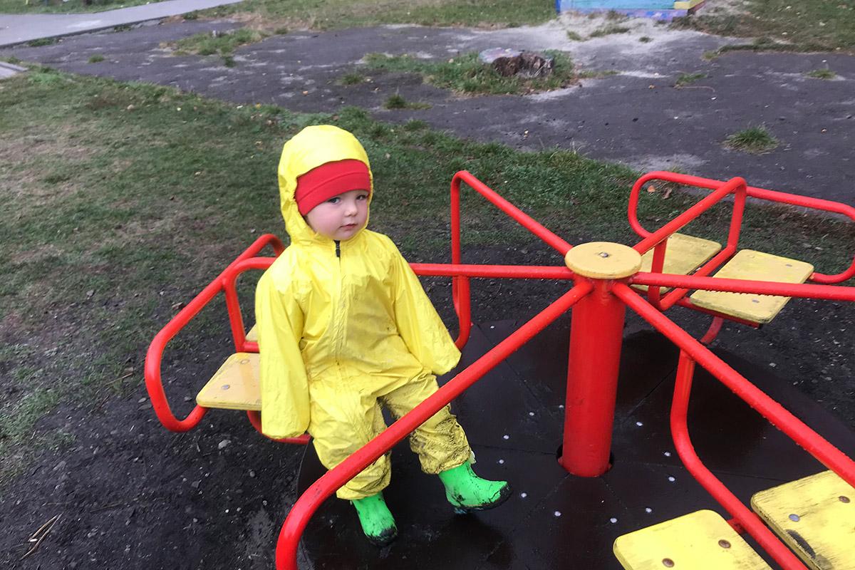 прогулянки з малими дітьми в місті, як одягатися?