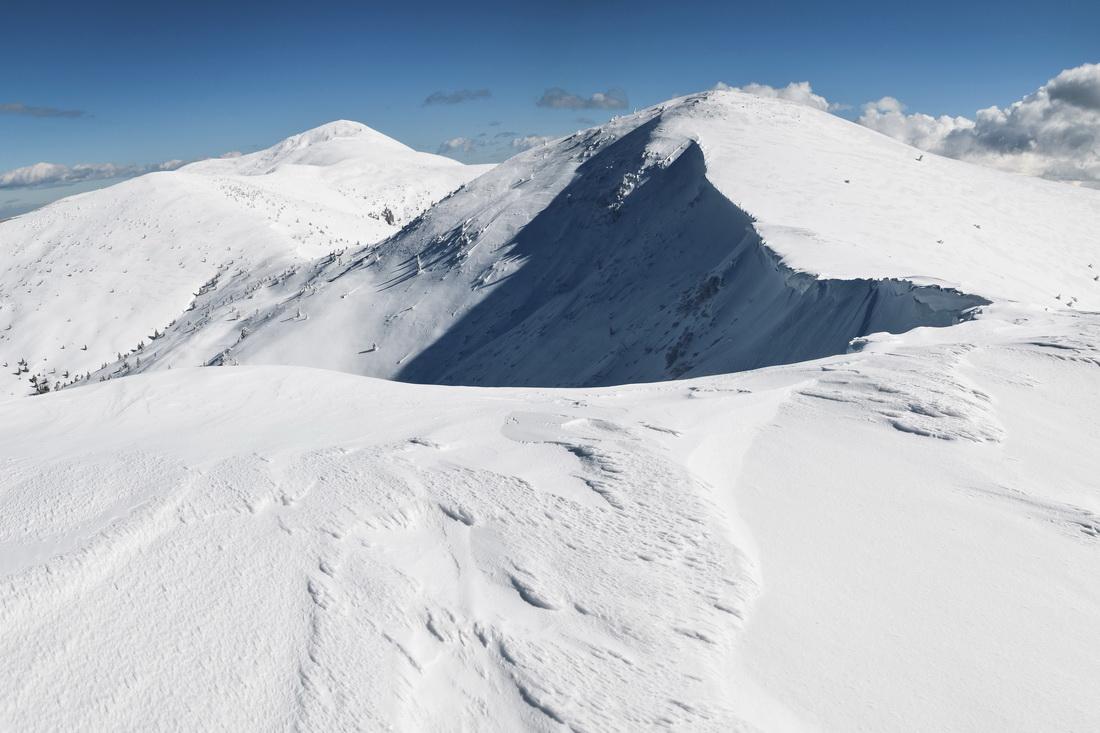 Зимові гори, карниз